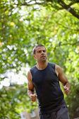Homem correr ao ar livre — Foto Stock