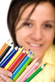 Menina segurando o lápis de cor — Foto Stock