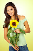 Casual girl with a sunflower — Stock Photo