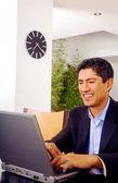 Hombre de negocios en su oficina en casa — Foto de Stock