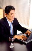 Uomo d'affari, lavoro da casa — Foto Stock