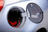ガソリンのふたが開いています。 — 图库照片