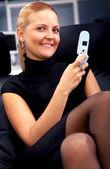 在电话上商务女人 — 图库照片