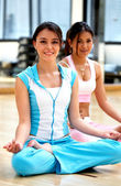 Girls at the gym - yoga — Foto de Stock