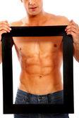 Homem forte emoldurando seu abs — Foto Stock