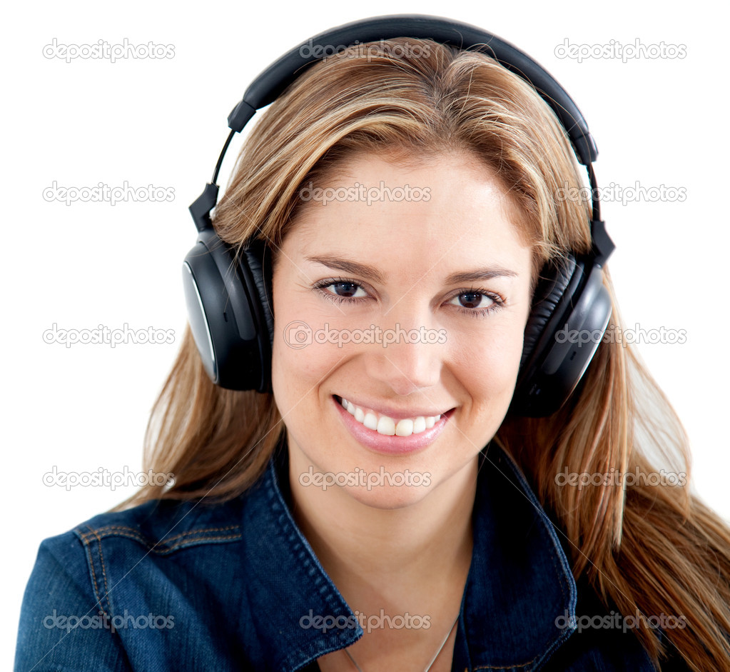 Casual woman listening to music isolated over a white background — Stock Photo #7771028