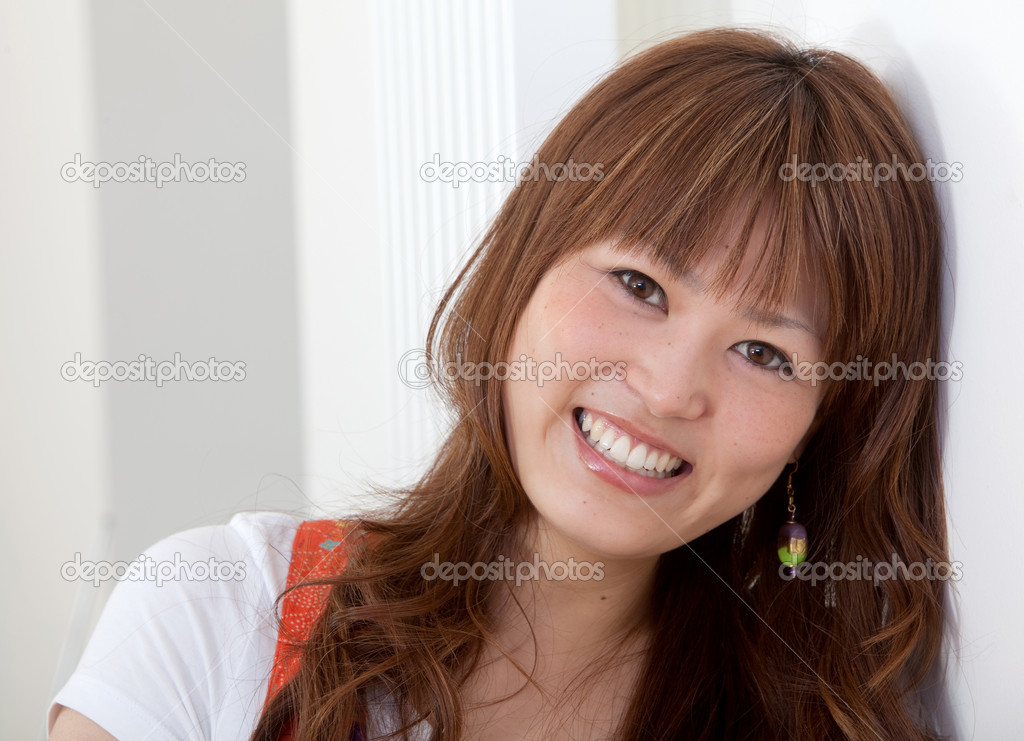 Portrait of a beautiful asian woman smiling — Stock Photo #7771225