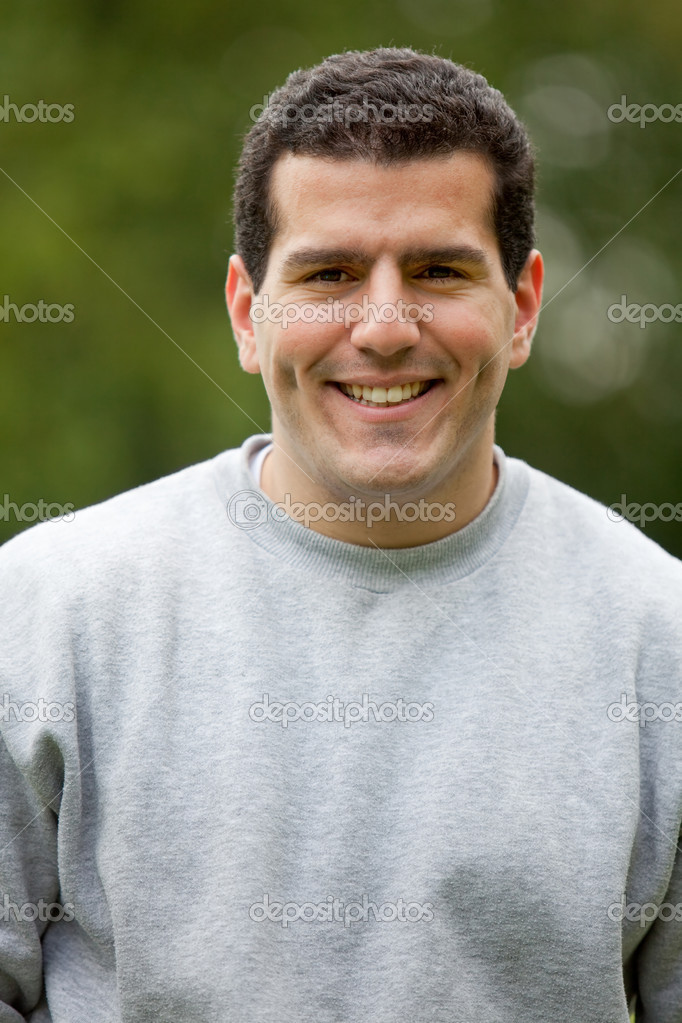 Portrait of a happy casual man smiling outdoors — Stock Photo #7771908