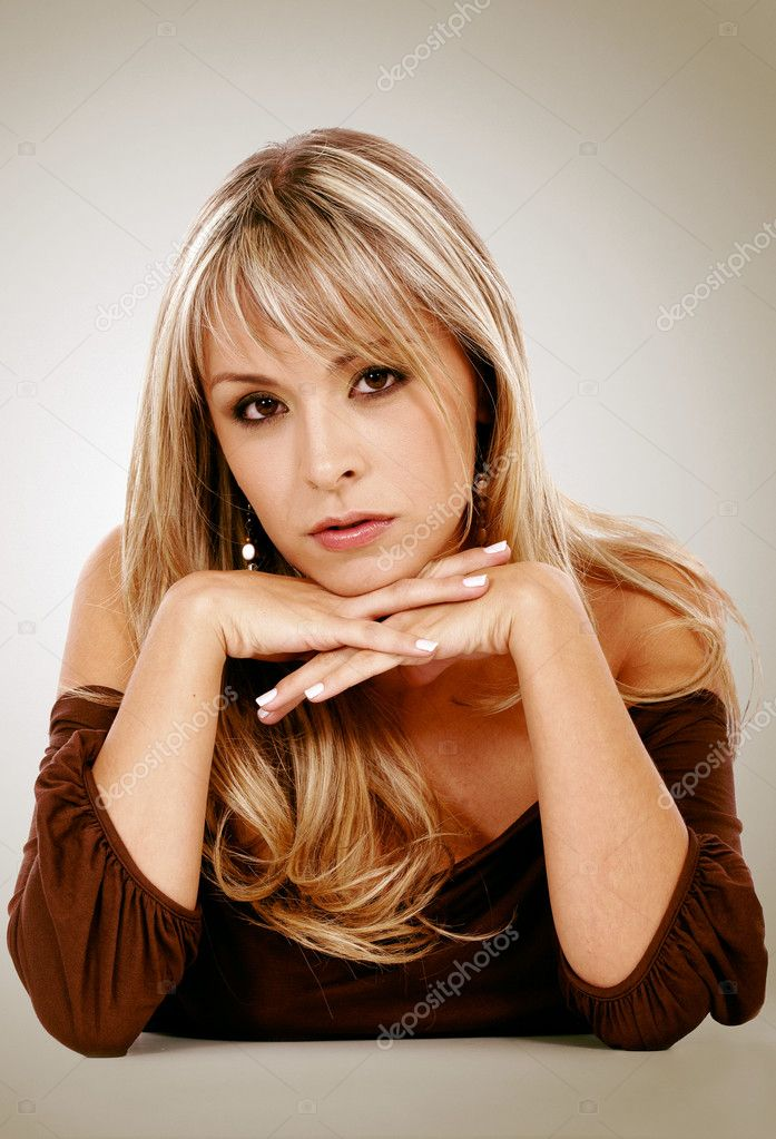 Blonde fashion woman portrait leaning on a table — Stock Photo #7773587