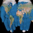 Welt in unseren Händen — Stockfoto