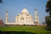 The Taj Mahal at noon — Stock Photo
