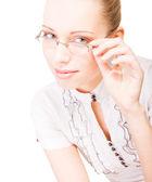 Portret van schoonheid vrouw met een bril op witte achtergrond — Stockfoto