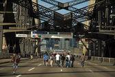 Walking harbour bridge — Stock Photo
