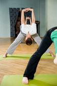 Fazendo yoga — Fotografia Stock