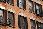 Vintage building windows — Stockfoto