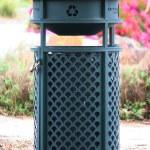 Green Recycling Bin — Stock Photo