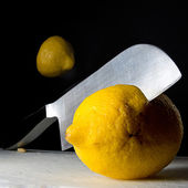 Sliceing lemon — Stock Photo