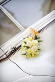 Vintage wedding car decoration — Stock Photo
