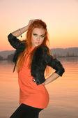 Рыжая на закате — ストック写真