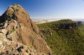 Rotsachtige bergkam — Stockfoto