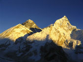 Snow capped peaks in the Himalaya, Nepal. — Stock Photo