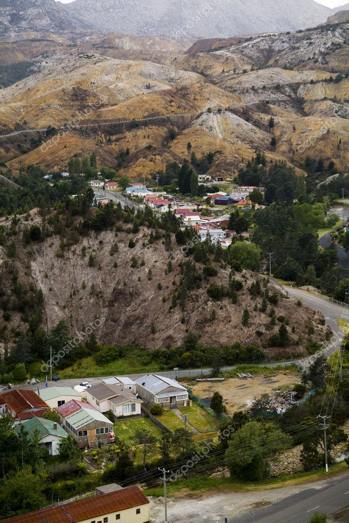 The unique mining town of Queenstown, Tasmania with its bizarre colourings and polluted surroundings — Stock Photo #7700782