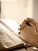 Womans praying over a Bible — Stock Photo