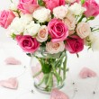 ������, ������: Bouquet of roses in vase