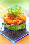 Salada de salmão e abacate — Fotografia Stock