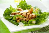 салат цезарь с курицей — Стоковое фото