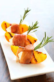 Appetizer with grilled peach — Stock Photo