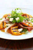 Salad with grilled peach and ham — Stock Photo