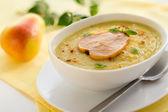 Palsternacka grädde soppa med päron och curry — Stockfoto