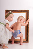 A little boy with a little girl go after each other through the frame — Stock Photo