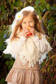 Beautiful long-haired blond girl with white daisy in her hair and a basket — Stock Photo
