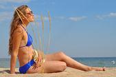 A girl in a bikini on the beach — Stock Photo