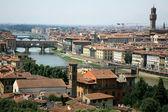 アルノ川。フィレンツェ、イタリア — ストック写真
