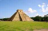 Maya pyramid — Stock Photo