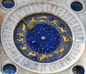 Orologio astronomico con i segni zodiacali — Foto Stock