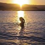 Girl Bathing at Sunset — Stock Photo