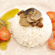 Arroz blanco con setas y tomate — Stock Photo