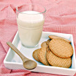 Vaso de leche y galletas — Stock Photo