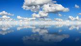 Panorama de reflexión de cielo — Foto de Stock