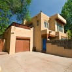 Modern Adobe Single Family Home in Santa Fe, New Mexico — Stock Photo