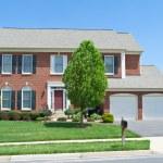 Brick Faced Single Family Home, Suburban Maryland — Stock Photo #7895782