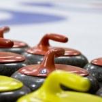 Groupe de pierres de curling de granit dans une patinoire — Photo