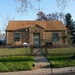 Formstone Facade Cape Code House, Picket Fence, Suburban Marylan — Stock Photo
