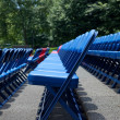 XXXL Rows of Blue Red Metal Folding Chairs Outside — Stock Photo #7896668