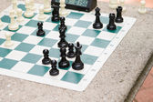 Chess bord timer in het park — Stockfoto