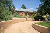 Brick Home Santa Fe, New Mexico Gravel Drive Adobe Wall — Stock Photo